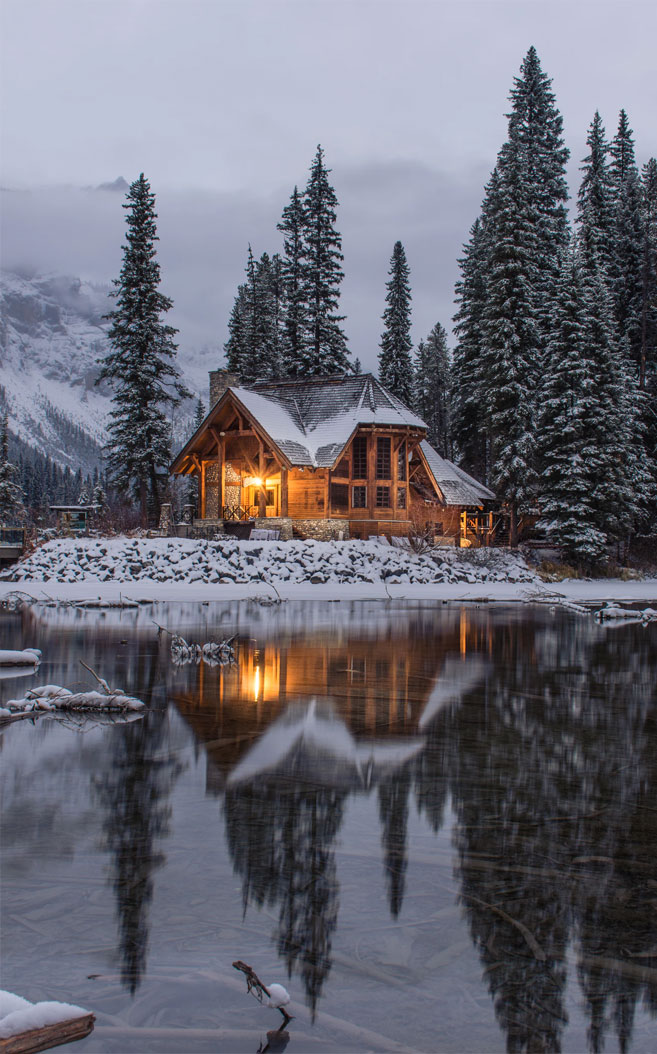 Cozy Log Cabin in wintertime
